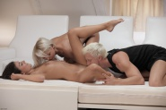 Anneli & Ivy in The Masseuse