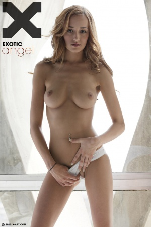 Victoria in Exotic Angel